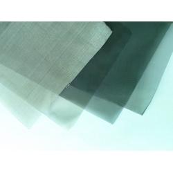 黑化电磁屏蔽不锈钢丝网又名丝网屏蔽玻璃网、屏蔽玻璃丝网、电磁黑化网、屏蔽不锈钢网、不锈钢黑化玻璃屏蔽网、不锈钢黑化屏蔽丝网、电脑显示屏透光网、LED屏蔽丝网等。